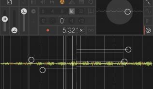 """Unten sieht man klein die verschiedenen Samples, von denen das gerade """"gespielte"""" auch groß auf dem Multitouch-Screen dargestellt ist."""