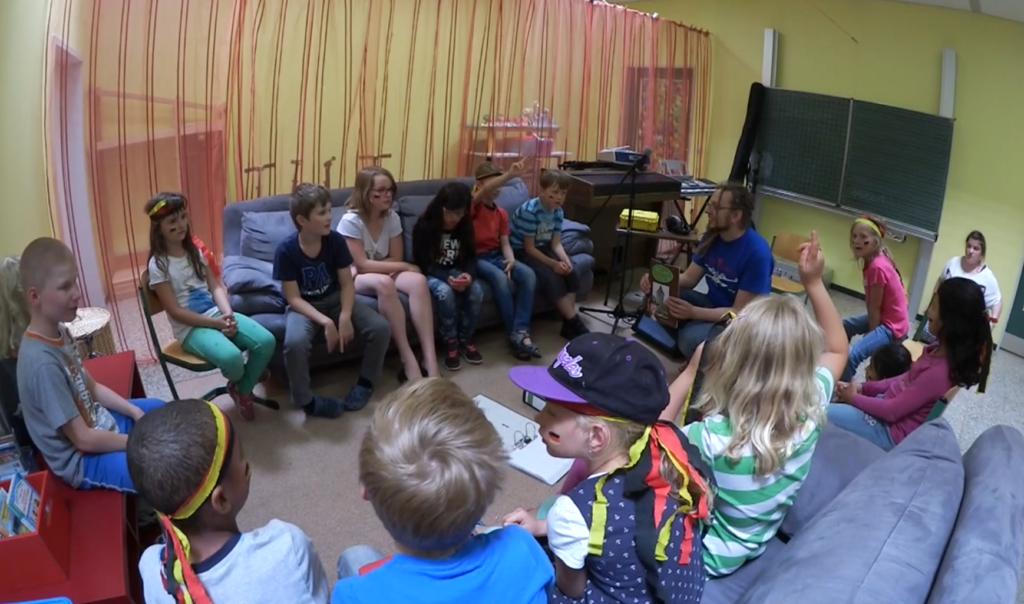 """Alle Teilnehmer des Hörspielprojektes """"Im Land der Bücher"""". Hortkinder der ersten bis vierten Klasse."""